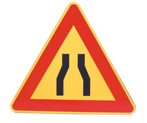 TRIANGLE – ROAD NARROWING BOTH SIDES
