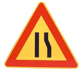 TRIANGLE – ROAD NARROWING RIGHT