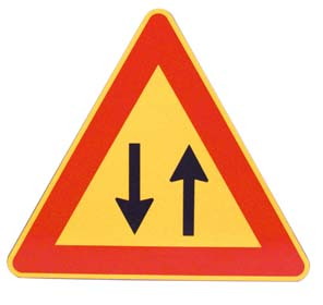 TRIANGLE – DOUBLE WAY TRAFFIC